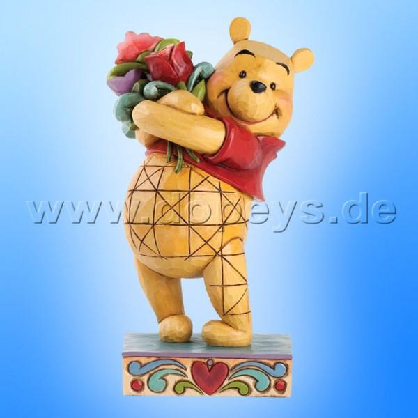 """Disney Traditions / Jim Shore Figur von Enesco """"Friendship Bouquet (Winnie Puuh mit Blumen)"""" 4031479."""