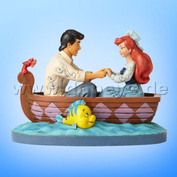 "Disney Traditions / Jim Shore Figur von Enesco ""Waiting For A Kiss (Arielle und Prinz Eric)"" 4055414."