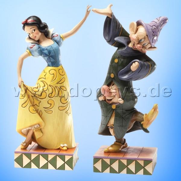 """Disney Traditions / Jim Shore Figur von Enesco """"Dancing Partners (Schneewittchen, Seppl & Hatschi Set)"""" 4031494."""
